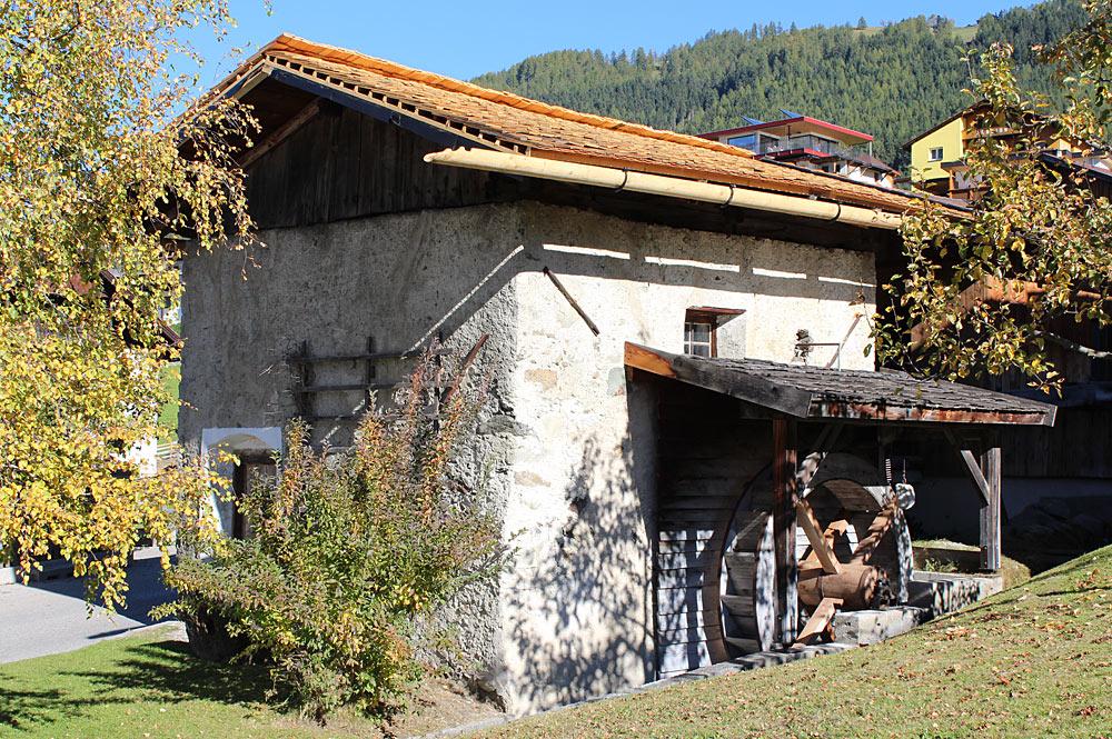 Blick auf die alte Pittl-Mühle in Mieders im Stubaital
