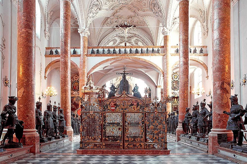 Grabmal von Kaiser Maximilian I. in der Hofkirche in Innsbruck