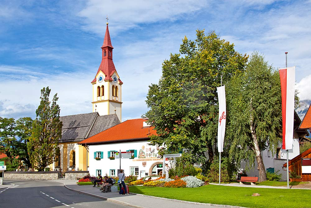 Dorfzentrum von Igls mit der Pfarrkirche St. Ägidius