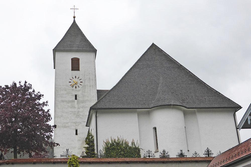 Außenansicht der Pfarrkirche Hl. Maria in Eben im Pongau