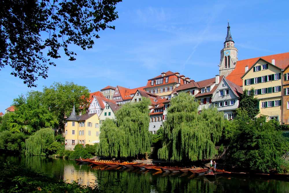 Neckarfront in Tübingen mit Hölderlinturm