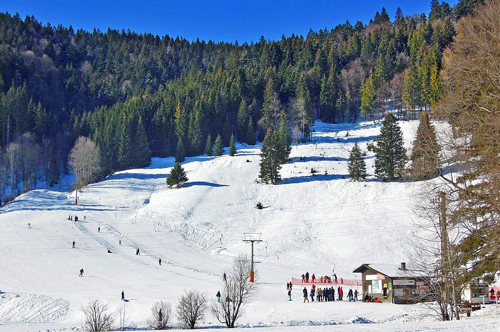 Blick auf den Skilift Rehbach im Skigebiet St. Blasien-Menzenschwand