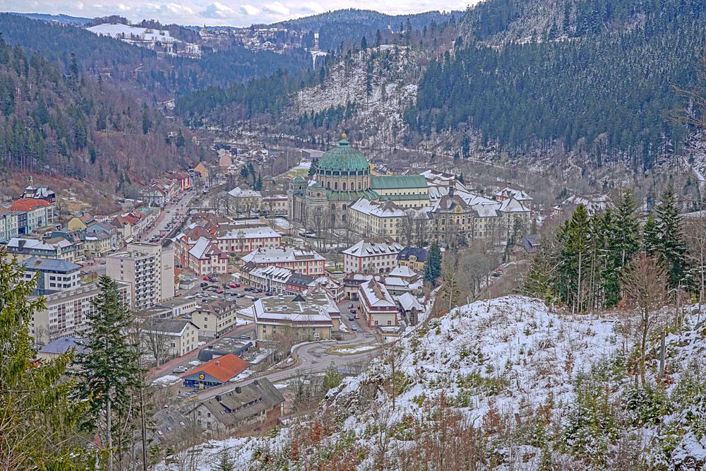 Blick vom Weißensteinfelsen auf St. Blasien