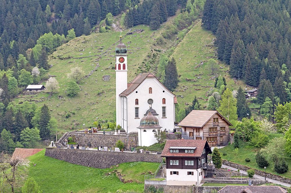 Blick auf die St. Gallus-Kirche in Wassen