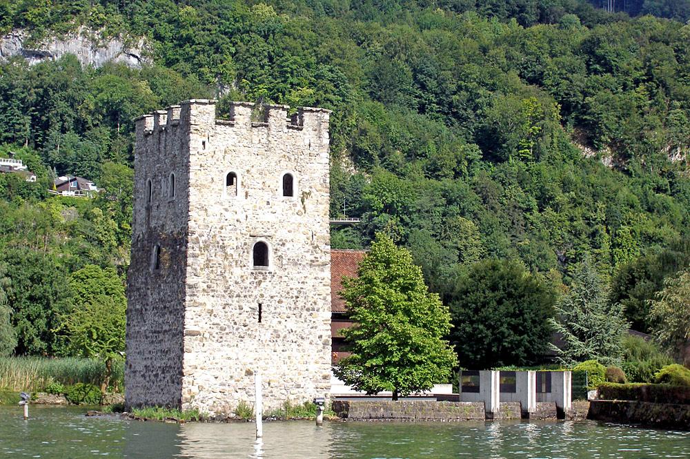 Blick auf den Schnitzturm von Stansstad