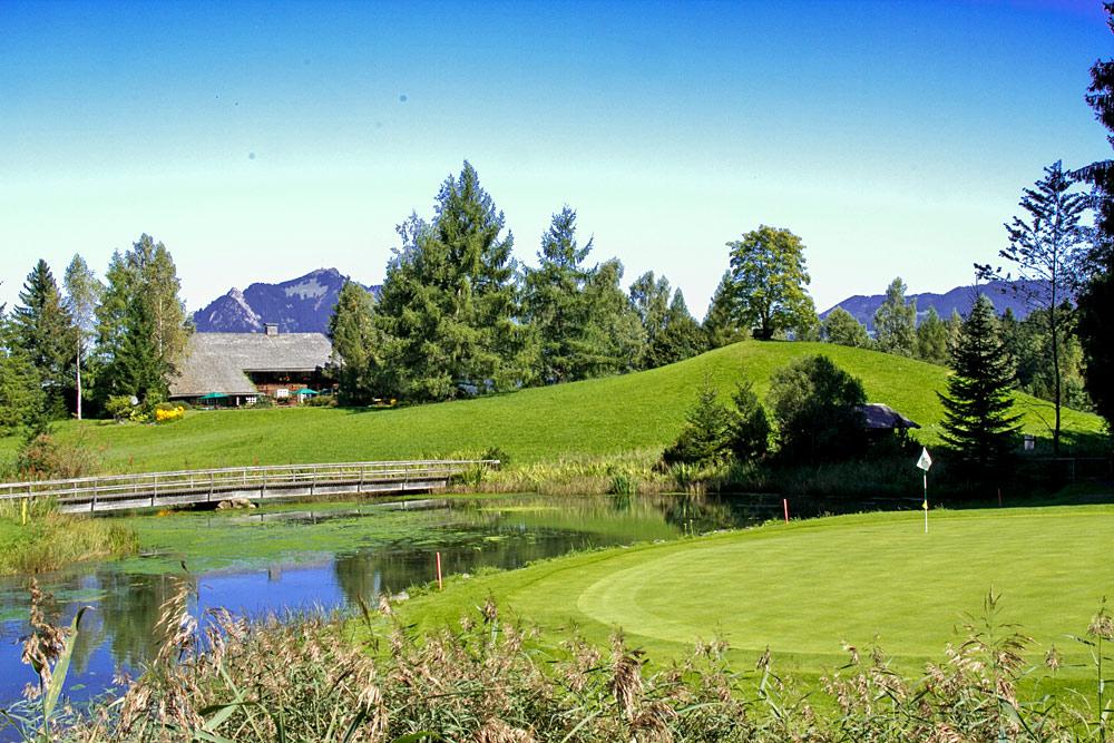 Loch auf dem Golfplatz Sonnenalp bei Ofterschwang
