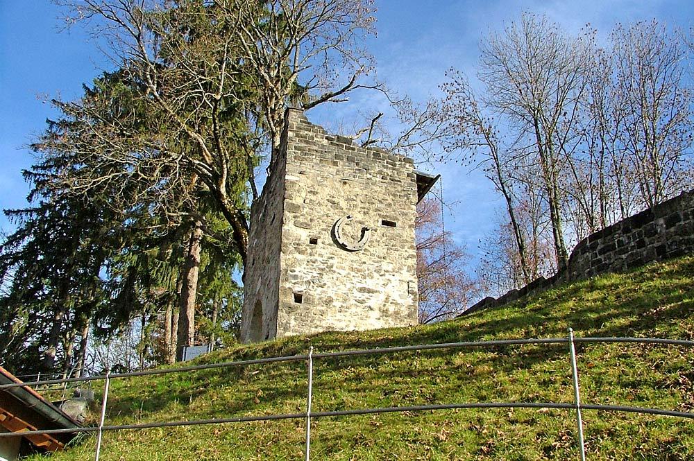 Burgruine Werdenstein bei Immenstadt mit dem größten Hufeisen der Welt