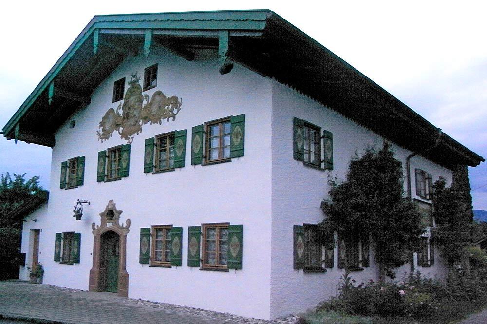 Bauernhaus mit Lüftlmalerei in Seehausen am Staffelsee
