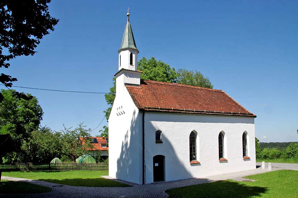 Blick auf die Kirche St. Wolfgang in Grafenaschau