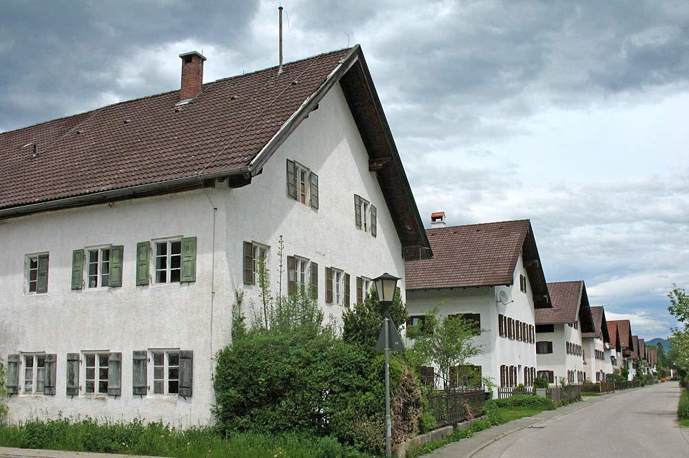 Identische Bauernhöfe in der Schlehdorfer Seestraße