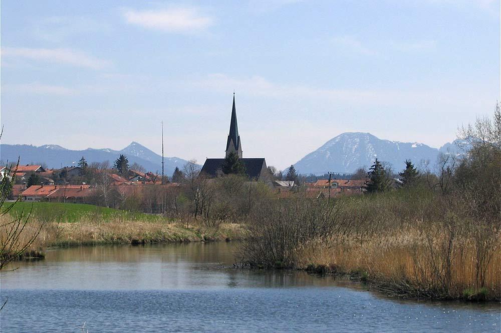 Blick auf Sachsenkam und den Mühlweiher