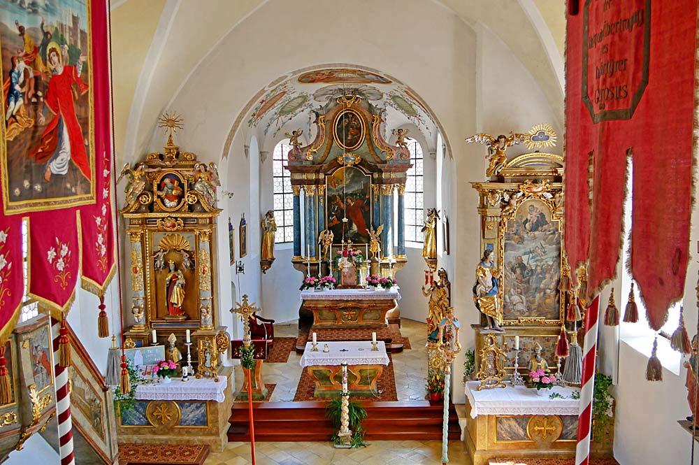 Blick in den Innenraum der Filialkirche St. Stephan in Riegsee