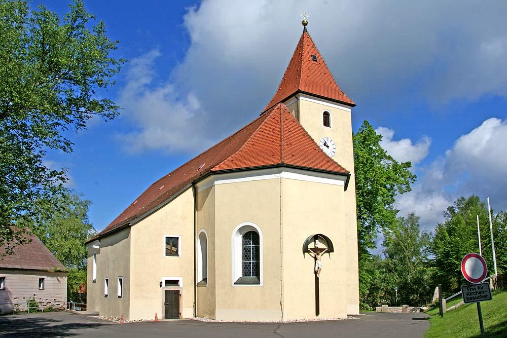 Blick auf die Kirche in Pullenreuth
