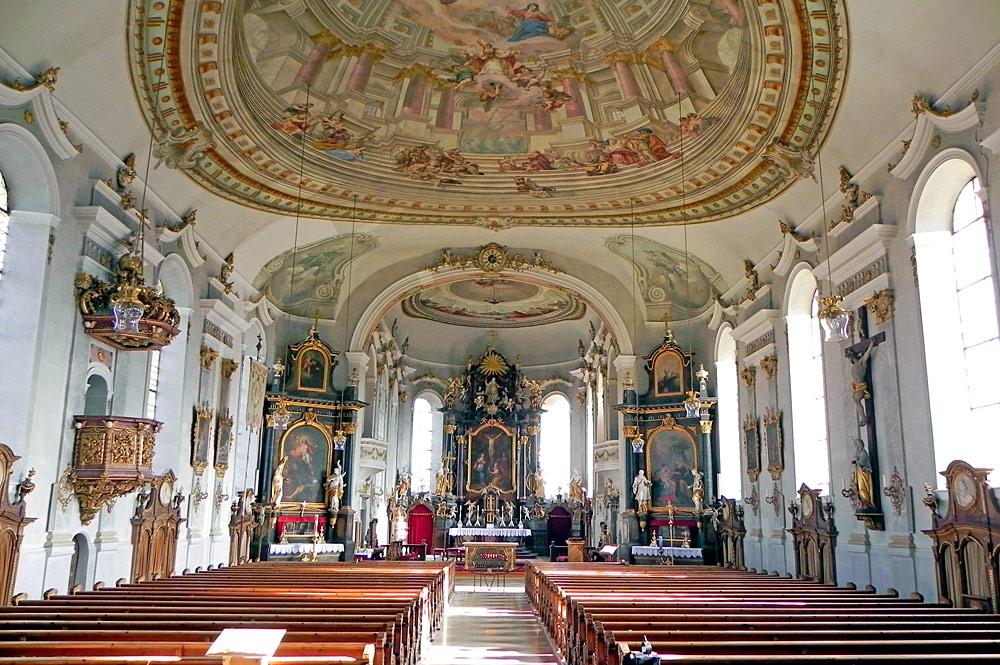 Innenansicht der Pfarrkirche St. Nikolaus in Pfronten