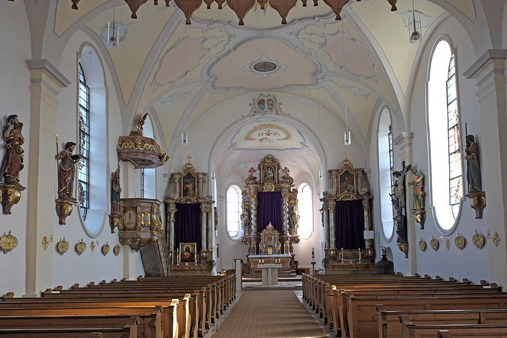 Innenansicht der Pfarrkirche Mariä Himmelfahrt in Münsing