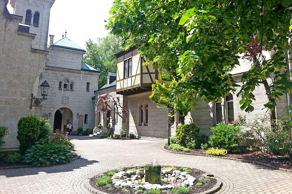 Innenhof von Schloss Seeburg in Münsing