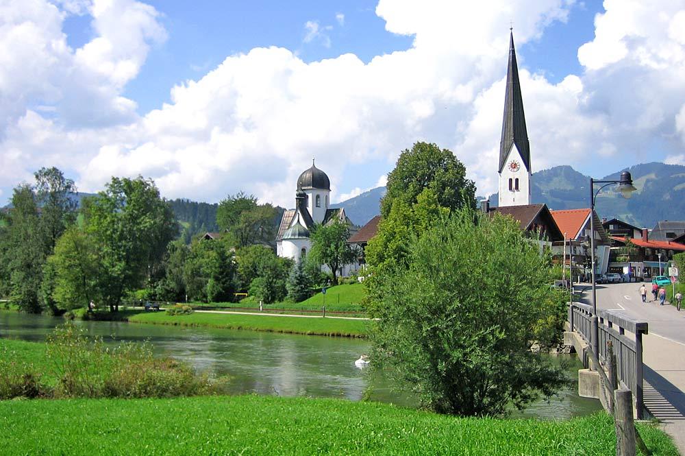 Fischen im Allgäu mit der Pfarrkirche St. Verena