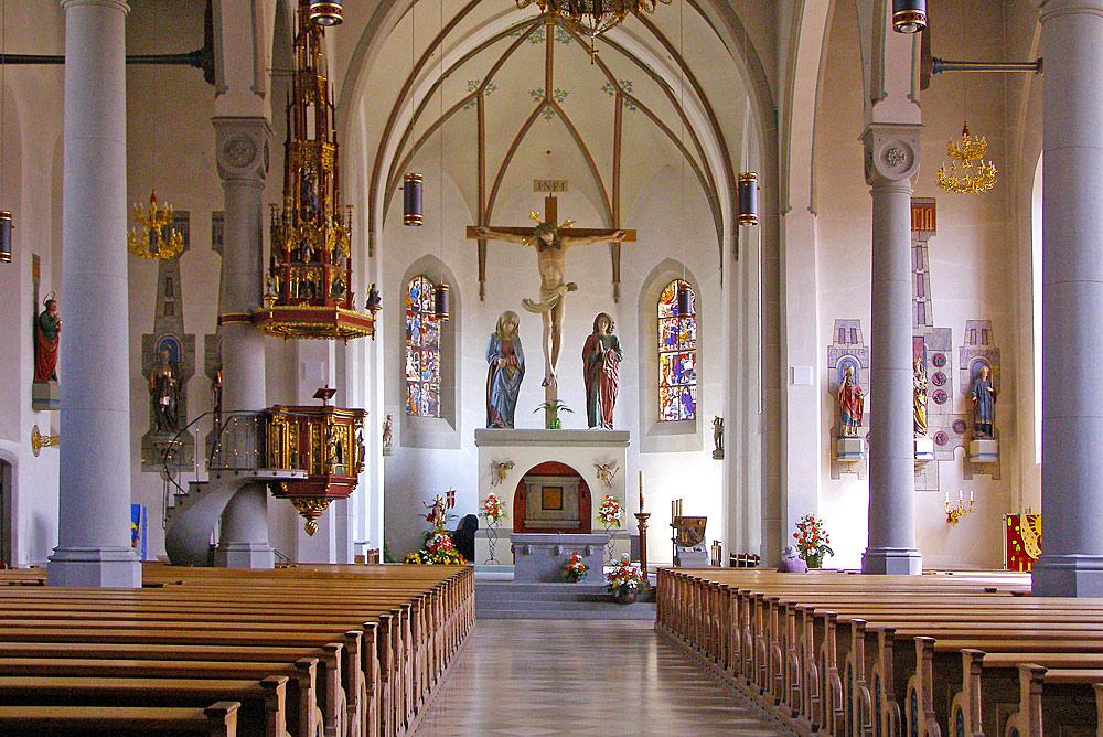 Innenansicht der Kirche St. Peter und Paul in Oberstaufen