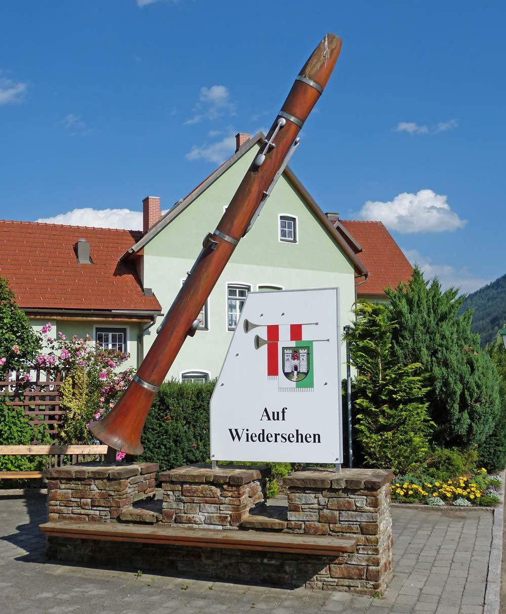 Klarinettenstatue vor dem österreichischen Blasmusikmuseum in Oberwölz