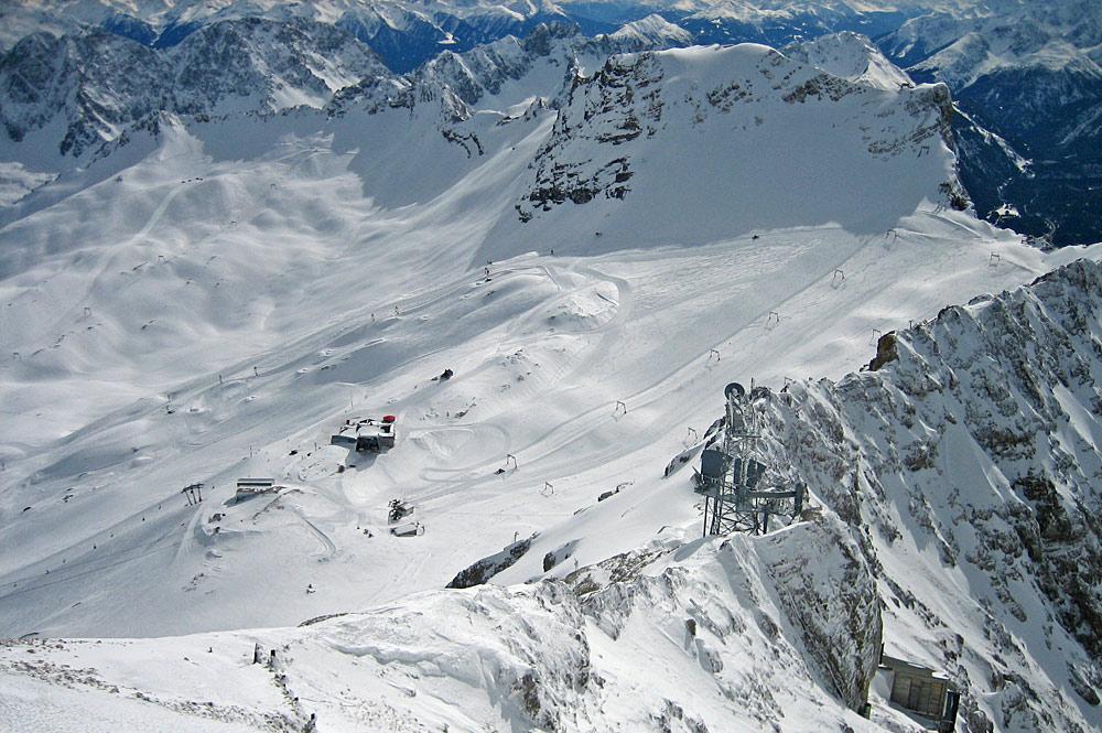 Luftaufnahme der oberen Skipisten an der Zugspitze