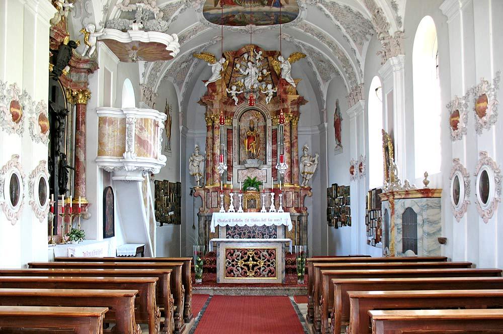 Innenansicht der Wallfahrtskirche St. Blasius in Völs