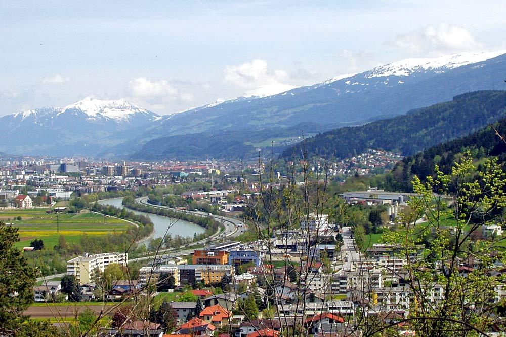 Blick vom Blasiusberg auf Völs und Innsbruck