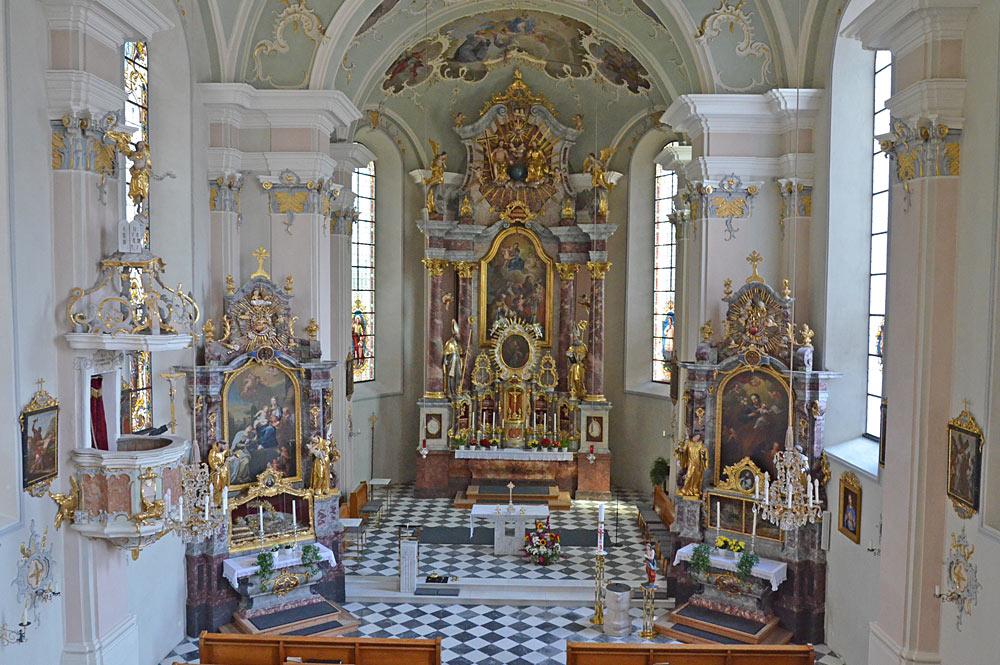 Innenraum der Pfarrkirche St. Martin und Nikolaus in Wiesing