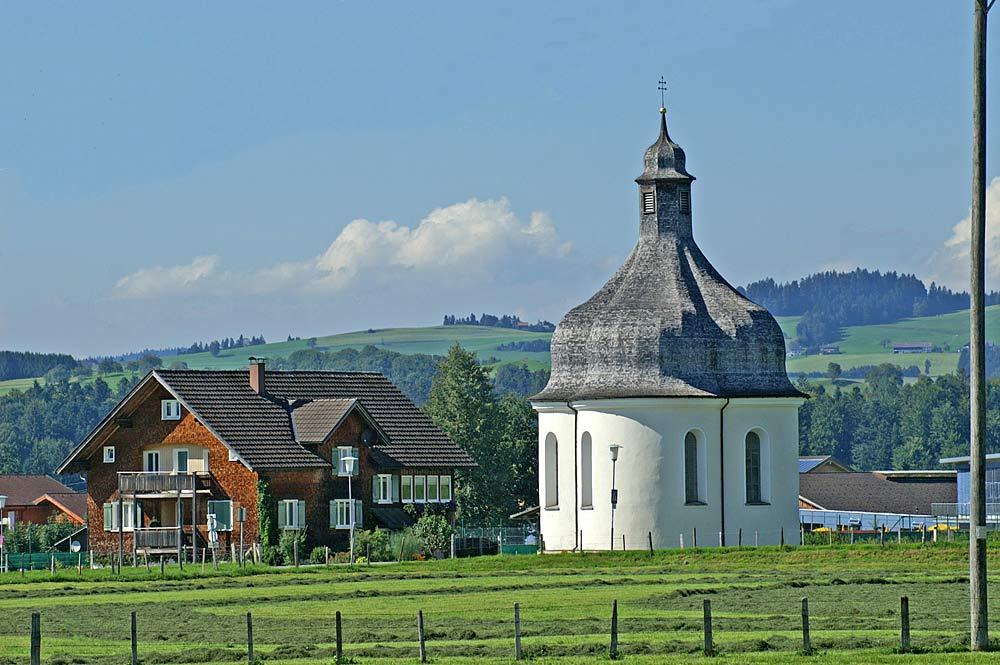 Die barocke St. Anna-Kapelle in Lingenau