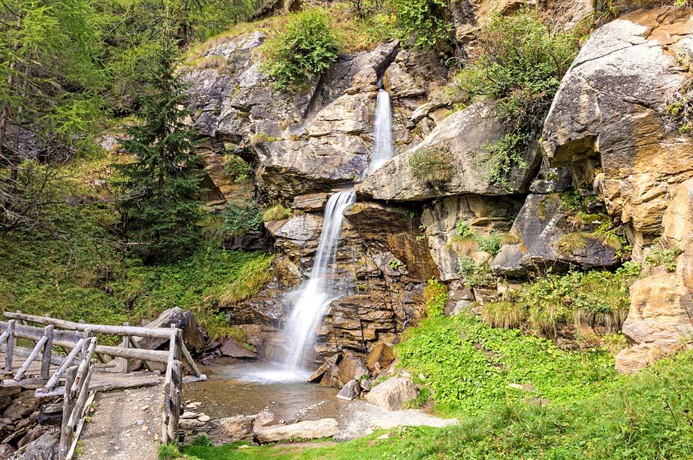 Wasserfall auf einer Bergwanderung von Peio zum Covelsee