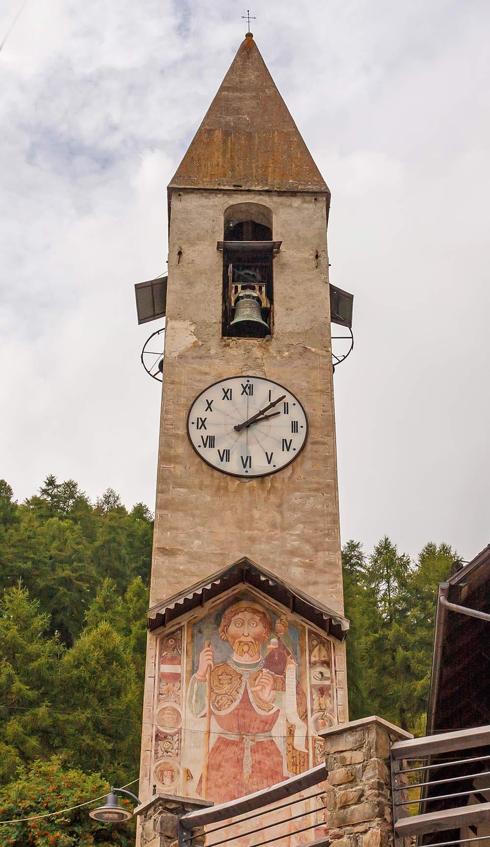 Christopherus-Figur auf dem Kirchturm von St. Georg und Lazarus in Peio