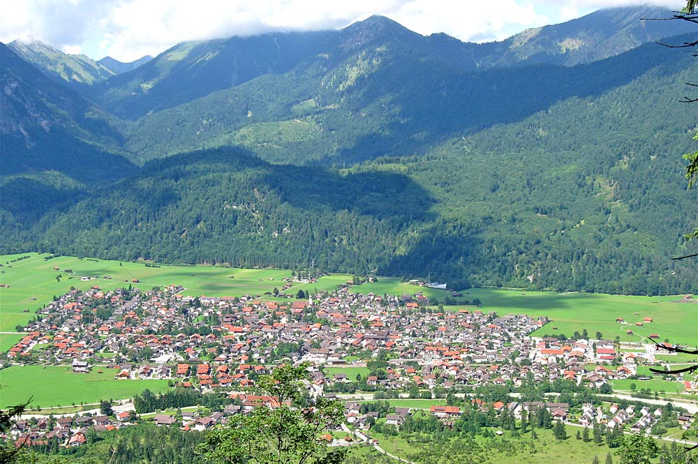 Blick von Osten auf die Gemeinde Farchant
