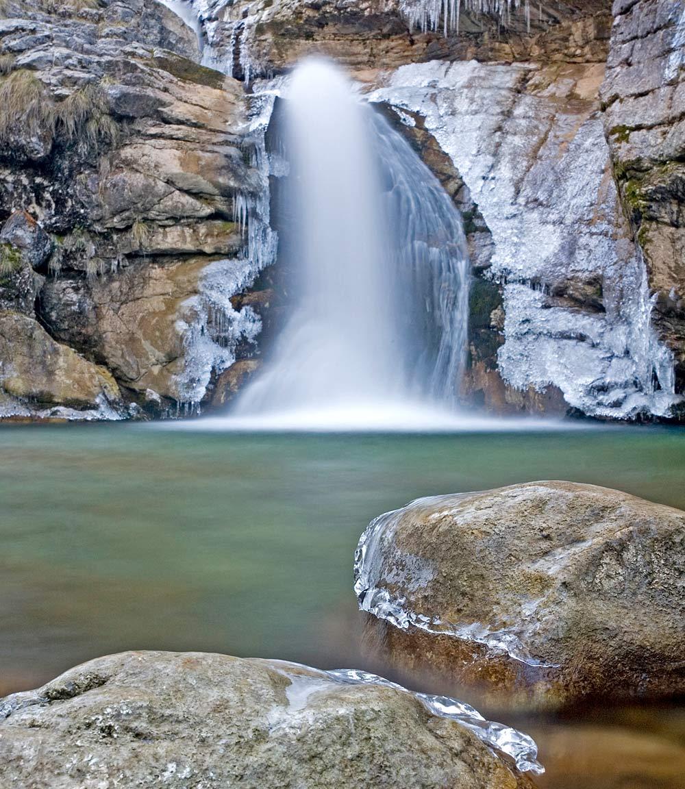 Blick auf die Kaskade des Kuhflucht Wasserfalls bei Farchant