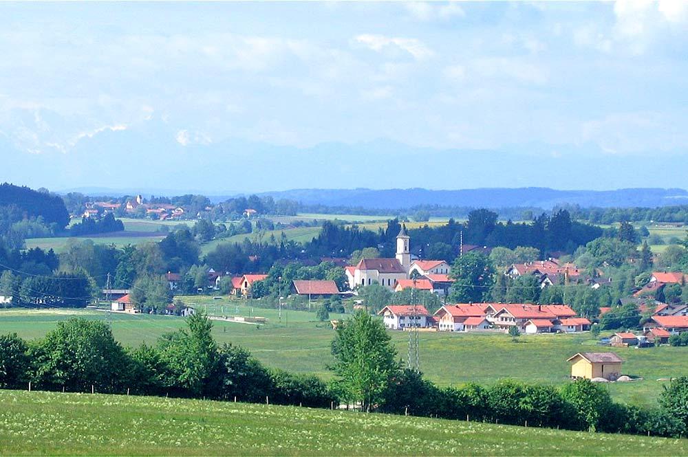 Blick auf Deining, einen Ortsteil von Egling