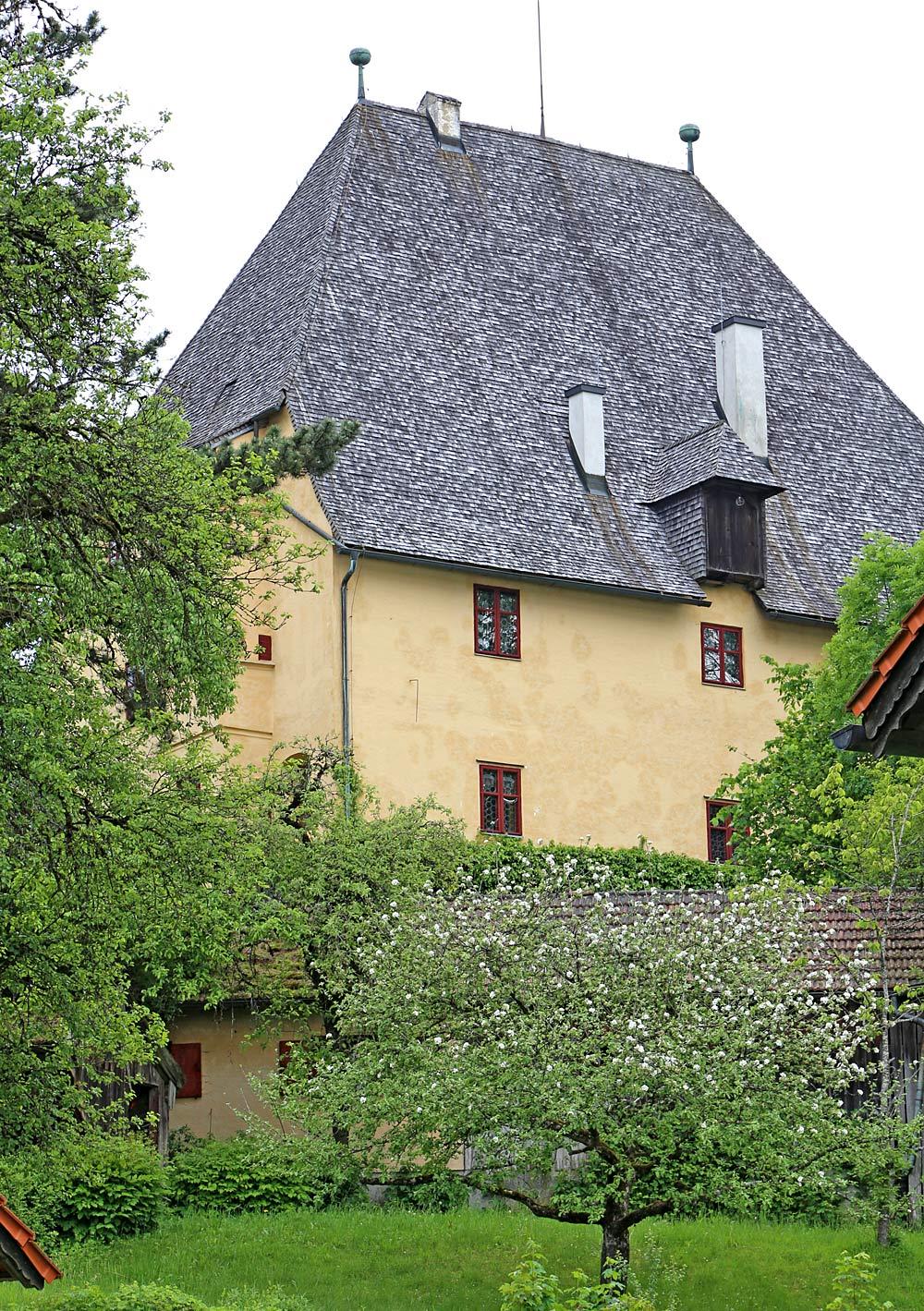 Blick auf Schloss Harmating in Egling