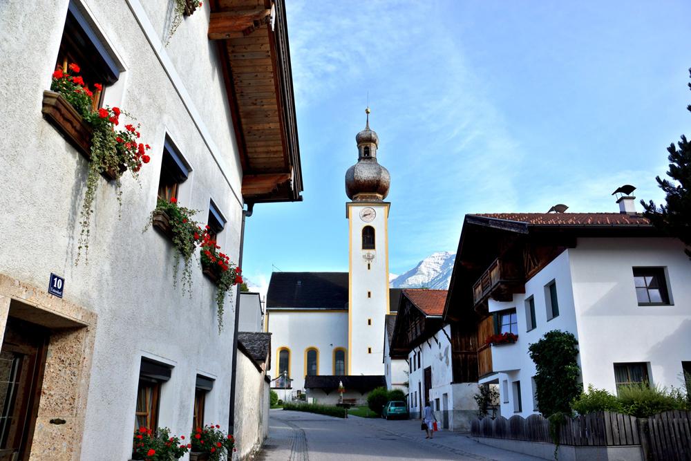 Blick auf die Kirche von Mils