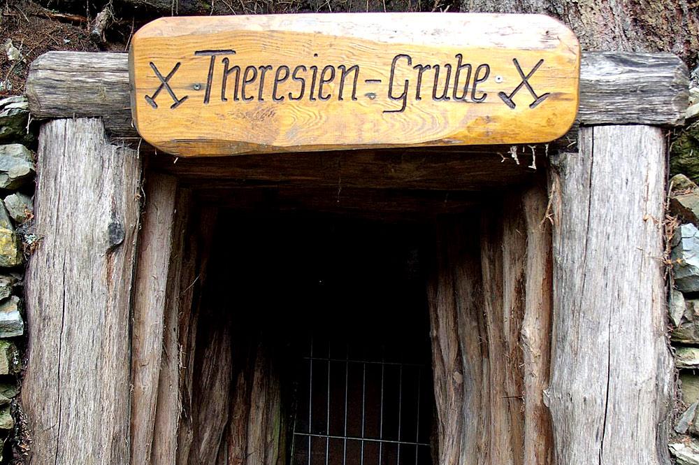 Eingang zur Theresien-Grube in der Erzgruben-Erlebniswelt am Grünten