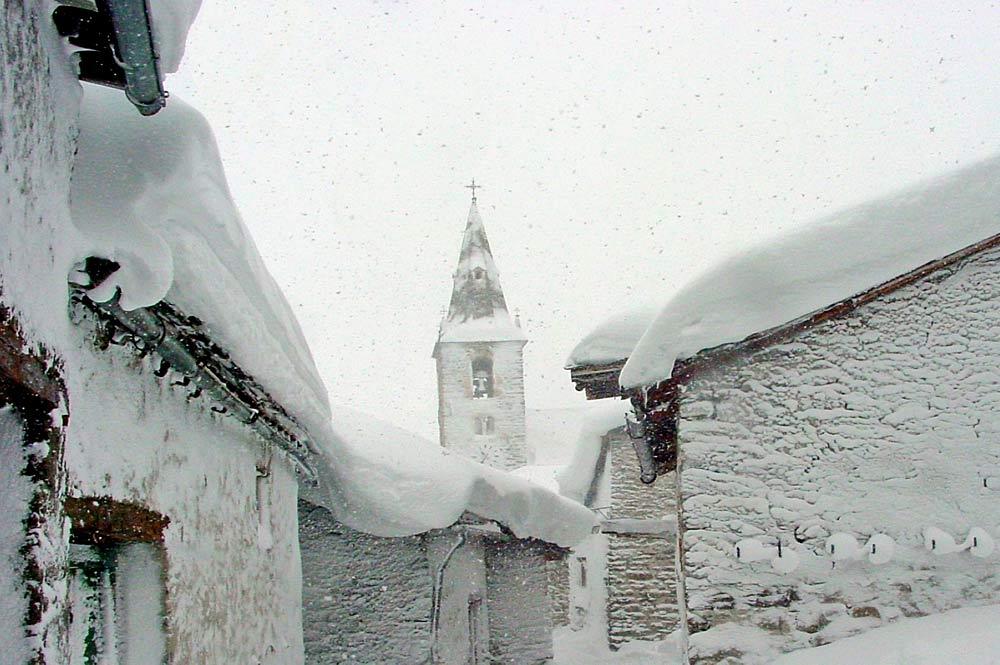 Kirche von Bonneval-sur-Arc im Schneegestöber