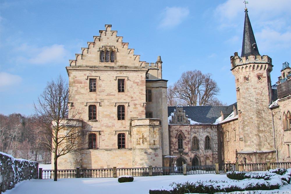 Blick auf das Schloss Reinhardsbrunn im Winter