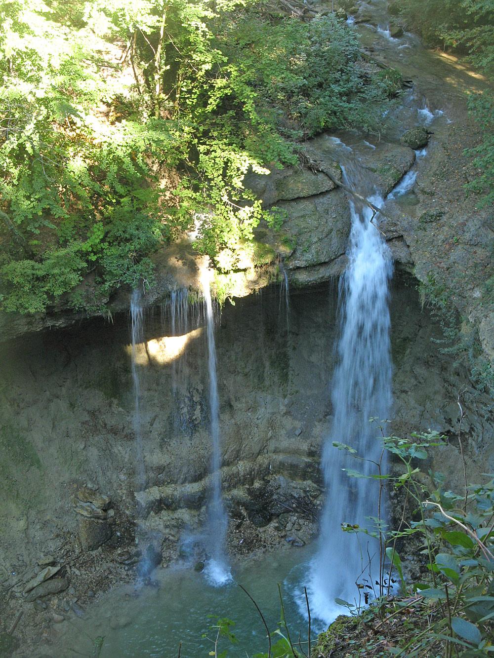 Blick von oben auf die Scheidegger Wasserfälle