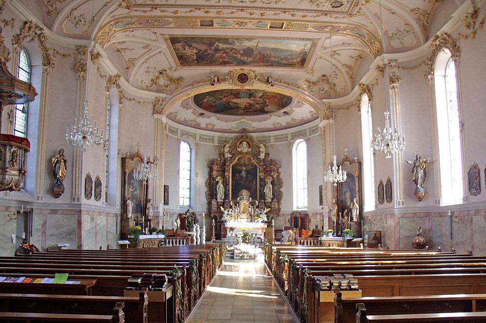 Innenansicht der Pfarrkirche St. Gallus in Scheidegg