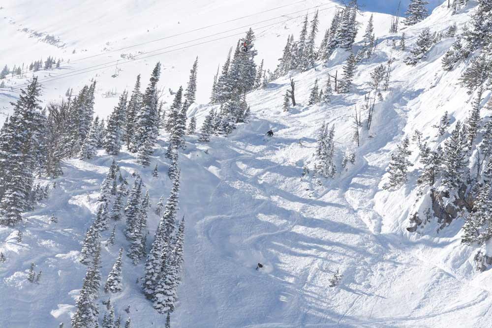 Tiefschneeabfahrt im Skigebiet Bridger Bowl
