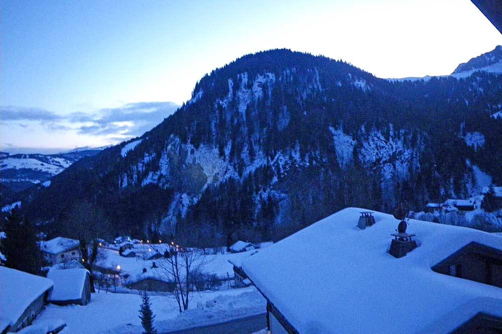Blick ins verschneite La Giettaz