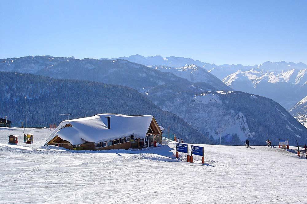 Hütte auf der Mittelstation des Skigebiets Baqueira Beret auf 1800 Metern