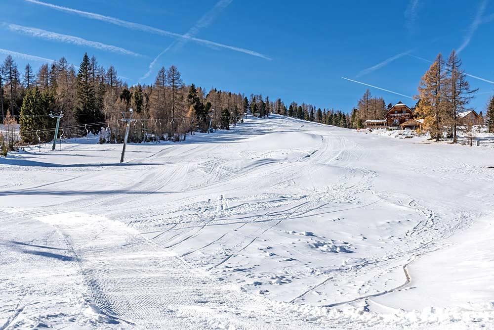 Blick auf eine Skipiste auf dem Hochrindl in Kärnten
