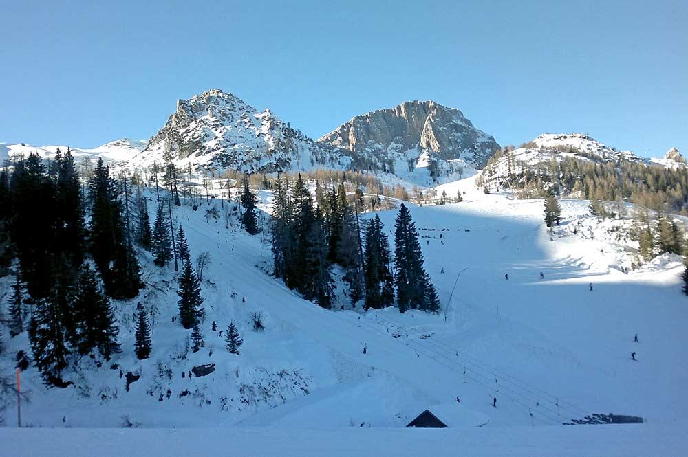 Blick auf die Pisten im Skigebiet Nassfeld-Pressegger See in Kärnten