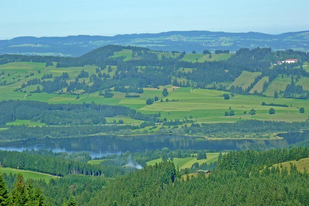 Blick von der Alpspitzbahn auf den Grüntensee