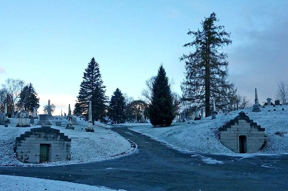 Historischer Friedhof von Cortland im Winter