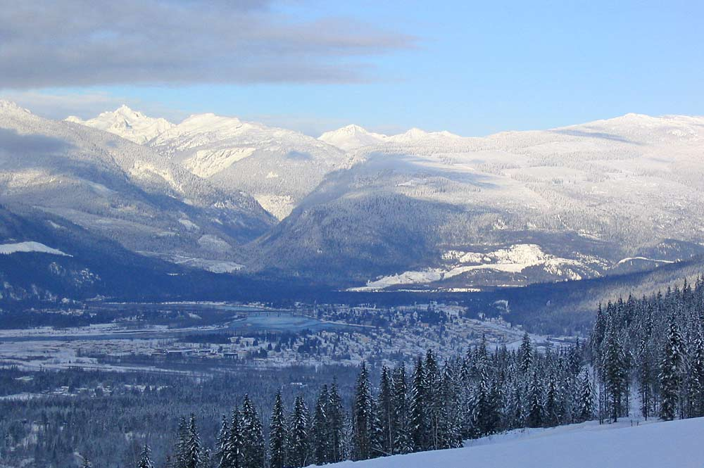 Luftaufnahme von Revelstoke im Winter