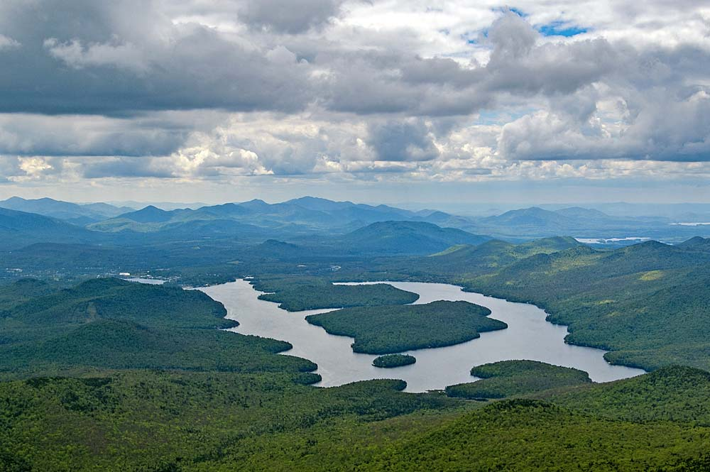 Luftaufnahme des Lake Placids