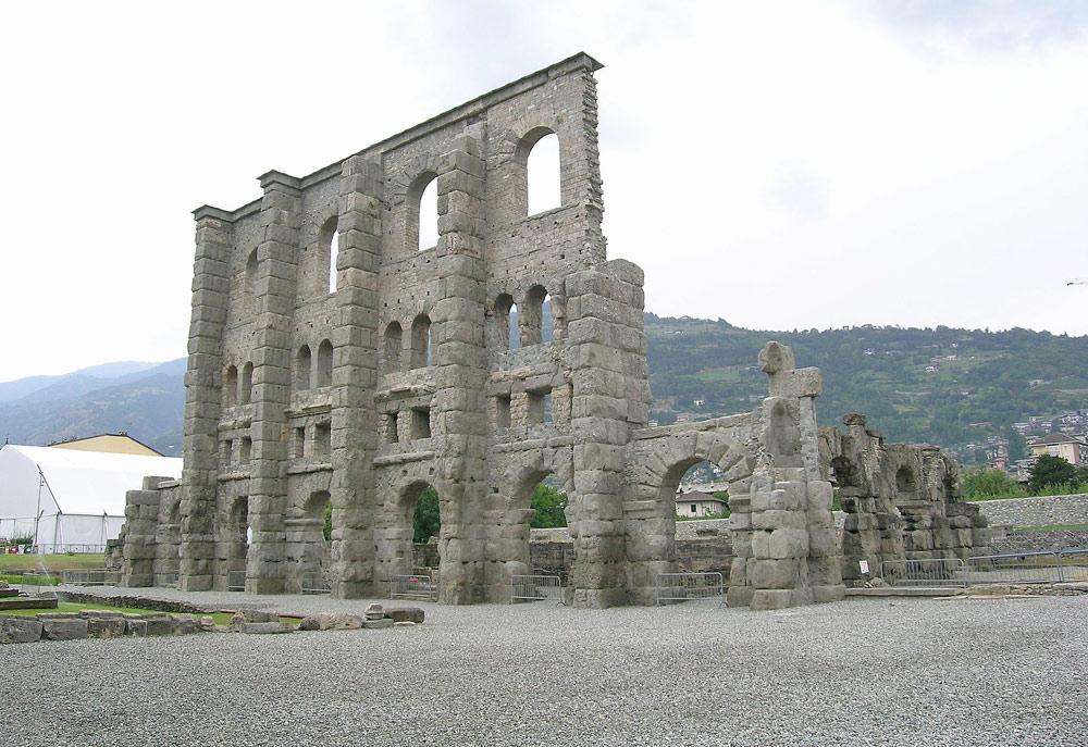 Reste des römischen Theaters in Aosta